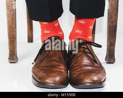 a5fb80c7ab28 Vintage Schuhe · Männer Fuß in der schicke Schuhe und lustig, helle Socken.  Für Männer. Vintage