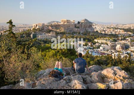 Blick auf die Akropolis von Philopappos Hügel, Athen, Griechenland, Europa - Stockfoto