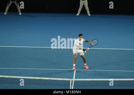 Melbourne, Australien. 28. Januar 2018. Schweizer Tennisspieler Roger Federer ist in Aktion während seiner Finale - Stockfoto