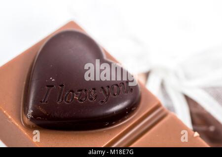 Herz Schokolade isoliert auf weißem Hintergrund - Stockfoto