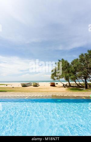Ahungalla, Sri Lanka - eine perfekte Umgebung für einen entspannten Tag am Pool - Stockfoto