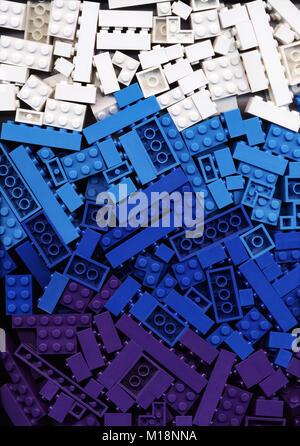 viel wei cyan blau und lila lego steine hintergrund viele bausteine der hellen marine farben. Black Bedroom Furniture Sets. Home Design Ideas