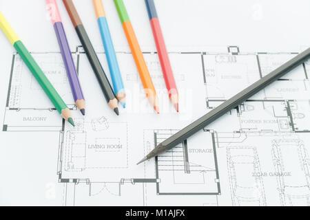 Architekten Arbeitsplatz   Architekturentwürfe, Architektonische  Zeichnungen Der Modernes Haus Mit Buntstifte. Dekoration   Stockfoto