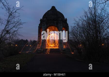 Tempel der Liebe mit einem Feuerball - Stockfoto