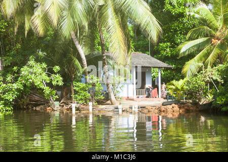 Madu Ganga, Balapitiya, Sri Lanka - Dezember 2015 - Native leben bei Maduganga See, Asien - Stockfoto