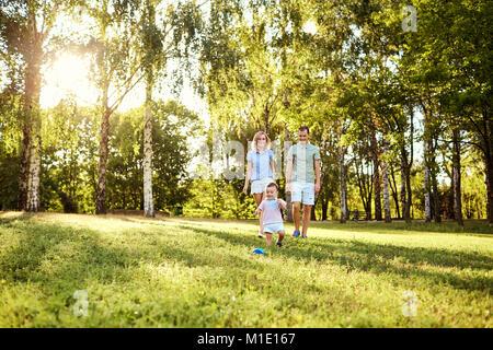 Glückliche Familie, in der Natur. - Stockfoto