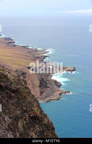 Teneriffa, Kanarische Inseln, Spanien - schöne felsige Küste in der Nähe von Buenavista del Norte (North Coast). - Stockfoto