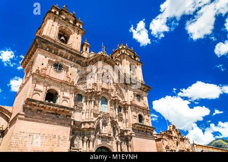 Cusco, Peru - Plaza de Armas und Kirche der Gesellschaft Jesu. Anden, Südamerika. - Stockfoto