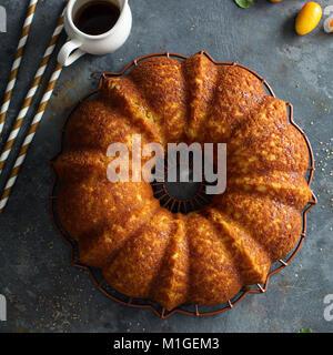 Winter Zitrusfrüchte pound bundt Cake mit Orangenschale Ahorn cirup - Stockfoto