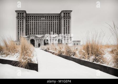 Michigan Central Station (ohne Fenster) im Winter, Beaux-Arts klassische Architektur, Detroit, Michigan, USA, Nordamerika - Stockfoto