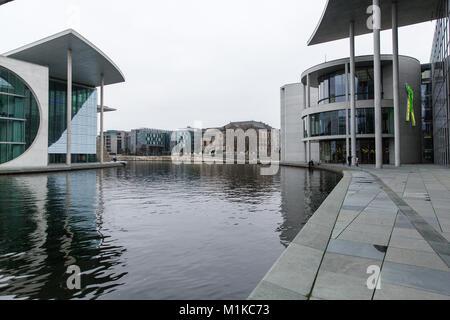 Bundeskanzleramt kanzleramt moderne geb ude b ros der for Moderne architektur gebaude