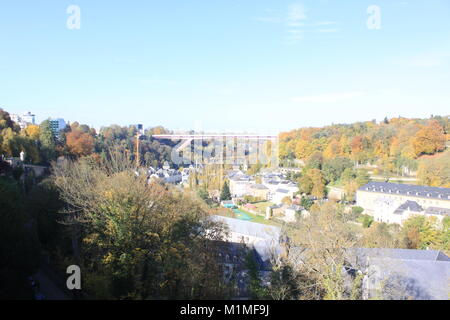 Großherzogin Charlotte Bridge, Luxemburg, Blick auf die Stadt, Fluss, Malcolm Buckland - Stockfoto