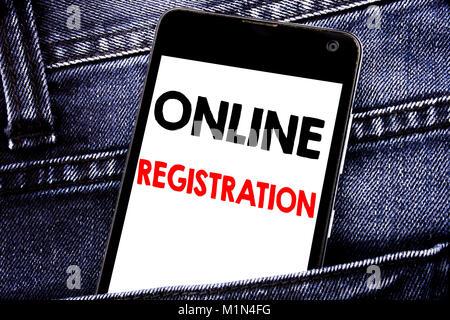 Schreiben Text angezeigt Online Registrierung. Business Konzept für Internet Login Mobile Handy mit Raum in der - Stockfoto