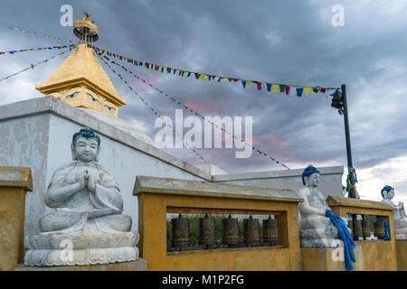 Buddhistische Statuen an Amarbayasgalant Kloster bei Sonnenuntergang, Mount Baruunburen Buren-Khaan, Bezirk, Provinz - Stockfoto
