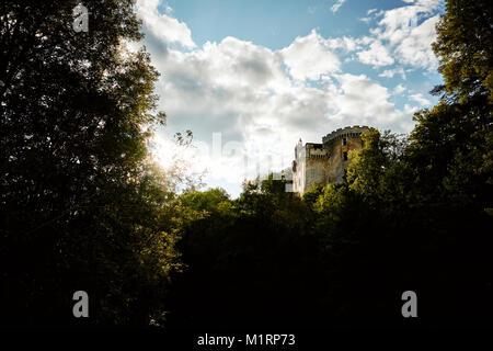 Das 13. Jahrhundert Chateau in La Chapelle Faucher am Fluss Cole in der Dordogne Frankreich - Stockfoto
