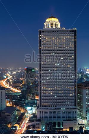 Luftaufnahme von Bangkok modernen Bürogebäude in Bangkoks Innenstadt mit Sonnenuntergang Himmel, Bangkok, Thailand - Stockfoto