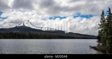 Mount Washington und Großen See im Oregon Cascade Mountains in der Nähe der Schwestern