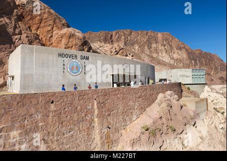 Exponate Hall und abflußkanal Haus am Hoover Dam, auf der Nevada-Arizona Grenze, USA. - Stockfoto