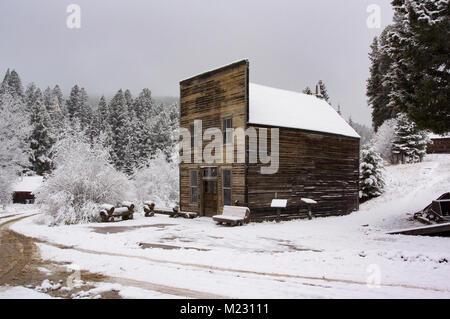 Granat Geisterstadt im Schnee, auf Bear Gulch, nordwestlich von Drummond, in Granit County im US-Bundesstaat Montana. - Stockfoto