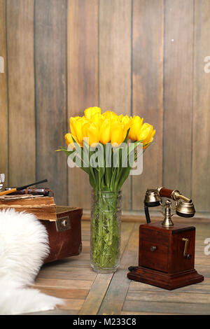 retro telefon als dekoration stockfoto bild 168980549. Black Bedroom Furniture Sets. Home Design Ideas
