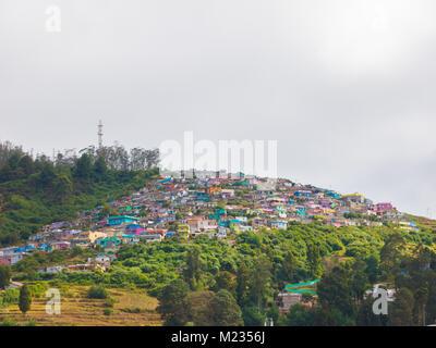 Stadt scape auf Nilgiri-gebirge; Udhagamandalam/Udhagai/Ooty, Nilgiris, Tamil Nadu, Indien - Stockfoto