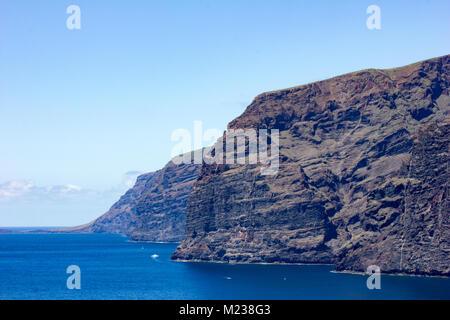 Riesige Felsen von Los Gigantes, Teneriffa, Kanarische Inseln, Spanien, 2016 gesehen - Stockfoto
