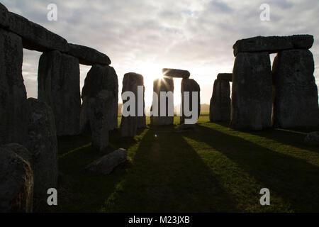 Der Steinkreis von Stonehenge in Wiltshire, England. Die antiken Monument stammt aus der Jungsteinzeit, etwa 5000 Jahre vor.