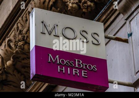 Moss Bros Anzug Verleih anmelden Cornmarket Street, Oxford, Oxfordshire, UK. Feb 2018 - Stockfoto
