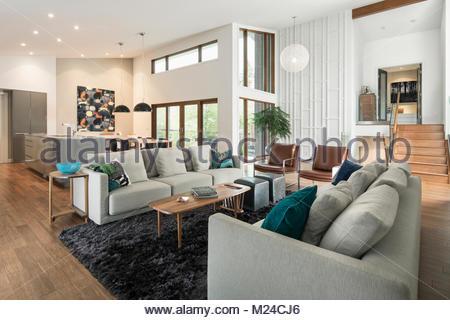 Elegant Home Showcase Modernen Sitzbereich; Home Showcase Die Moderne Mitte Des  Letzten Jahrhunderts Offene Wohnzimmer   Stockfoto