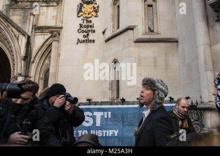 London, Großbritannien. 5. Februar, 2018. Lauri Liebe Adressen der Presse an die Royal Courts of Justice, wo er - Stockfoto