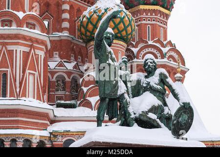 Russische Wetter, Moskau. Montag, 5. Februar 2018. Die Stadt belebt nach dem monatlichen Norm der Schnee es am letzten - Stockfoto