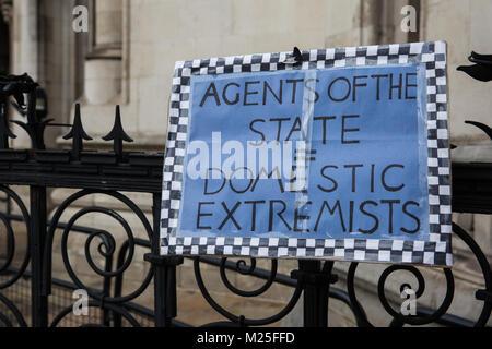 London, Großbritannien. 5. Februar, 2018. Ein Zeichen außerhalb der Royal Courts of Justice auf der 5. jährlichen - Stockfoto
