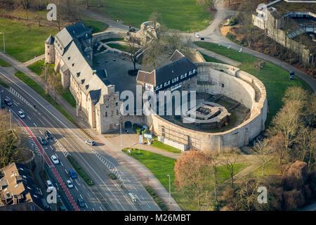 Broich nach der Restaurierung neben VHS Mülheim in Mülheim an der Ruhr im Ruhrgebiet in Nordrhein-Westfalen. Schloss - Stockfoto