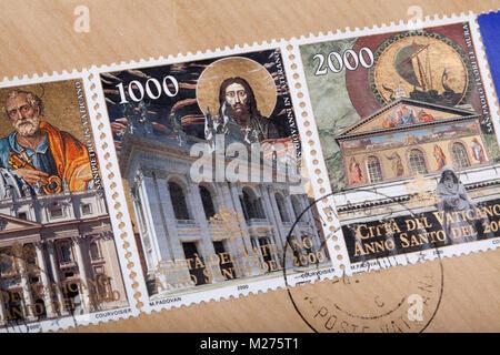 Briefmarken aus dem Vatikan auf einem Brief, gestanzt, Vatikan, Italien, Europa, gestempelte Briefmarken aus dem - Stockfoto
