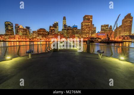 Klare Sicht auf San Francisco Downtown in der Nacht. - Stockfoto