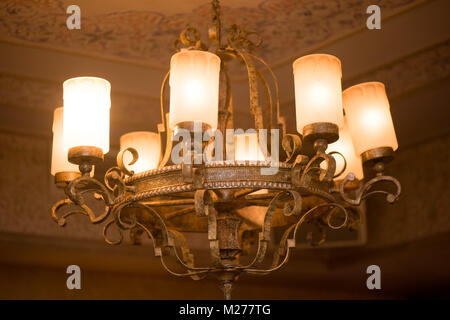 Kronleuchter Alt ~ Alte metall kronleuchter stockfoto bild: 187947407 alamy