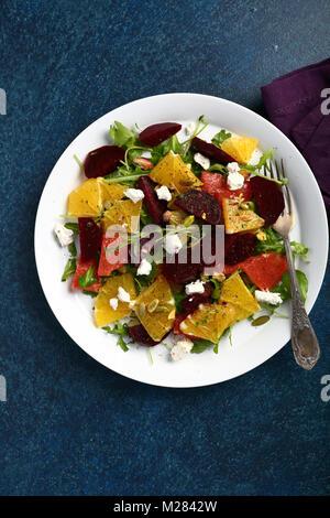 Orange und Rote Beete Salat, Nahrung über - Stockfoto