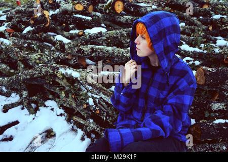 Teenager in einer kalten und verschneiten Tag - Stockfoto