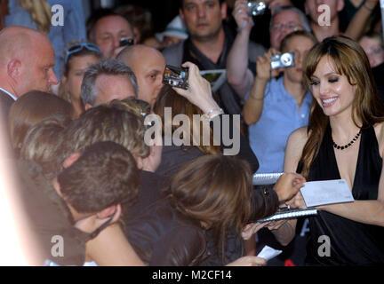 """US-Plant Angelina Jolie bei der Deutschlandpremiere von """"alt"""" im CineStar im Sony Center am Potsdamer Platz in Berlin - Stockfoto"""