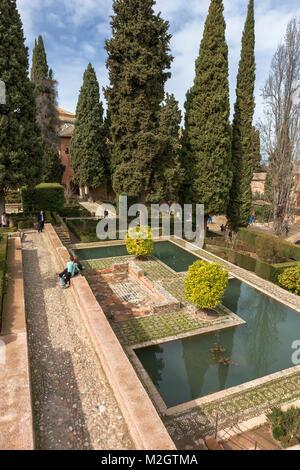 Die obere Terrasse des Los Jardines del (des Generalife Gärten des Generalife), La Alhambra, Granada, Andalusien, - Stockfoto
