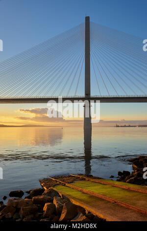 Queensferry Kreuzung Brücke von North Queensferry, Fife, Schottland bei Sonnenuntergang. - Stockfoto
