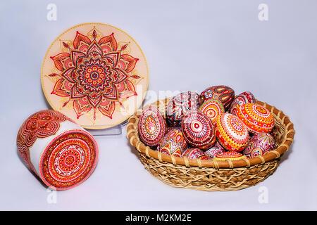 Ostereier Von Hand Bemalt Mit Acrylfarben Art Stockfoto Bild