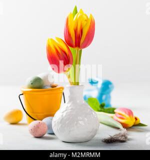 Ostern Komposition mit Frühling Tulpen - Stockfoto