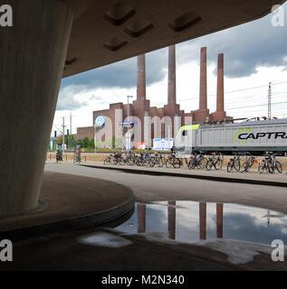 Wolfsburg PHAENO Wissenschaftsmuseum Untergeschoss Teilansicht 2001-05 von Zaha Hadid in der Mitte VW-Kraftwerk - Stockfoto
