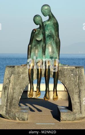 """Puerto Vallarta, Mexiko - Dezember 19, 2013: """"La Nostalgia"""", eine Bronzeskulptur auf dem Malecon, der Arbeit von - Stockfoto"""