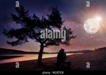 Platz abstrakte Landschaft mit Baum Silhouette und Menschen beobachten, Sun, Eclipse-Elemente dieses Bild von der - Stockfoto