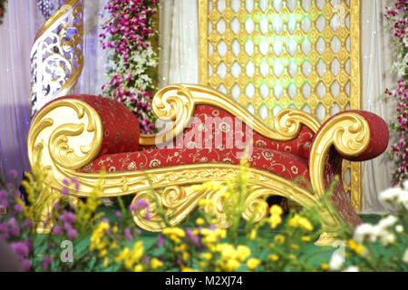Golden themed Hochzeit Bühne Dekoration - Stockfoto