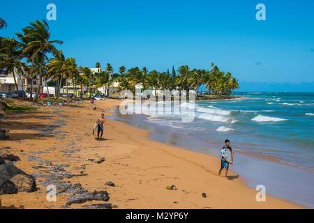 Surfer auf Luquillo Beach Puerto Rico, Karibik - Stockfoto