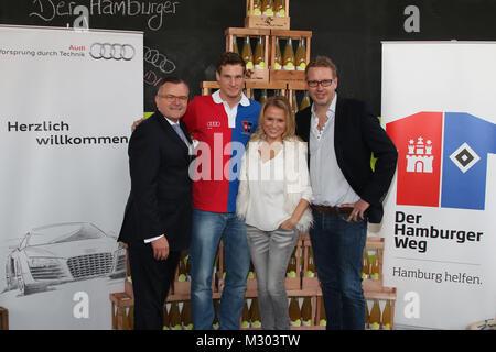 Dietmar K. Elsasser (Audi Nord), Marcell Jansen (HSV), Nova Meierhenrich (Fictitious character, Moderatorin), Jan - Stockfoto
