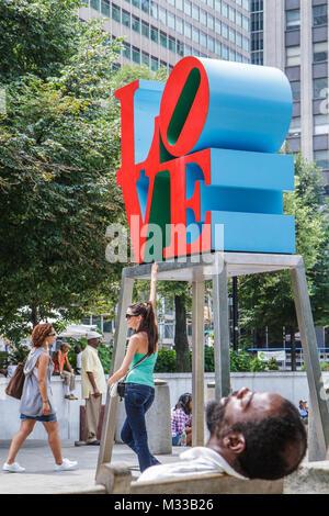 Philadelphia Pennsylvania JFK Plaza Love Park Liebe Robert Indiana Skulptur Kunst in öffentlichen Plätzen schwarzer - Stockfoto